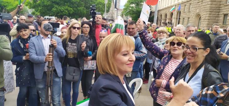 Мая Манолова обяви на протеста, че ще се яви на избори